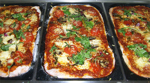 Kinder lieben Pizza (Schulessen)